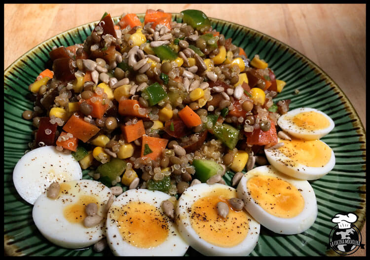 ensaladilla proteica quinoa y lentejas